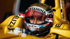 Indosport - Sean Gelael saat dalam mobil balapnya.