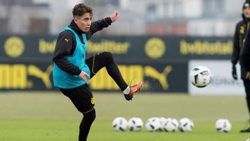 Emre Mor saat jalani latihan bersama Borussia Dortmund.
