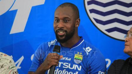 Carlton Cole saat memperkenalkan diri kepada awak media di Bandung. - INDOSPORT