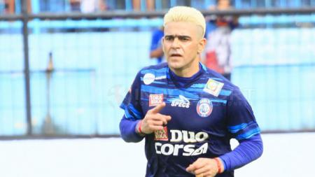 Penyerang Arema FC, Cristian Gonzales. - INDOSPORT