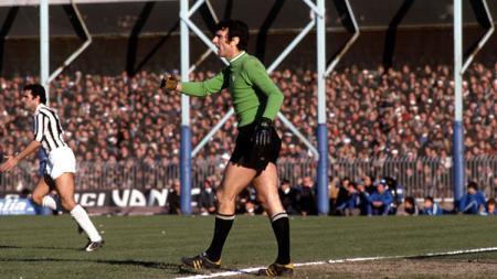 Dino Zoff, pahlawan Juventus dan Italia yang sempat membela Napoli. - INDOSPORT