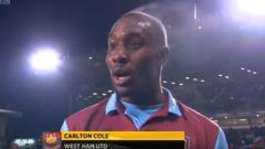 Indosport - Carlton Cole saat masih aktif bermain di West Ham, dengan asap di kepalanya.