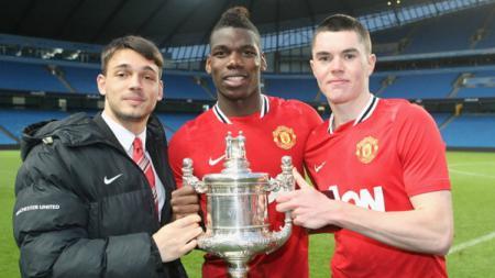 Pogba dan Keane saat masih bermain bersama di tim junior Manchester United. - INDOSPORT