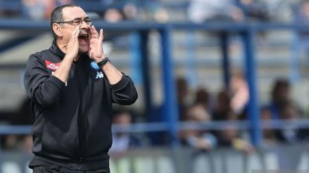 Maurizio Sarri kabarnya ingin membawa seorang pemain Napoli bersamanya jika nanti menangani Juventus. Gabriele Maltinti/Getty Images. - INDOSPORT