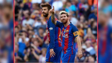 Dua pemain andalan Barcelona, Gerard Pique dan Lionel Messi. - INDOSPORT