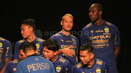 Raphael Maitimo dan Carlton Cole saat launching tim Persib Bandung beberapa tahun yang lalu. - INDOSPORT