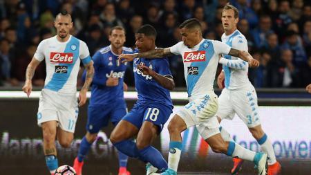 Napoli bermain imbang di kandang sendiri saat menjamu Juventus. - INDOSPORT