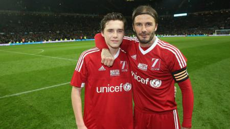 Brooklyn Beckham dan David Beckham. - INDOSPORT