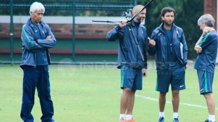 Tiga pelatih Tim Nasional (Timnas) U-23 Indonesia, Luis Milla, Eduardo Perez, dan Miguel Gandia. - INDOSPORT