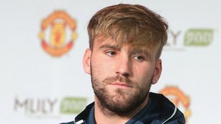Bek Manchester United, Luke Shaw lakukan pertemuan dengan Jose Mourinho. - INDOSPORT