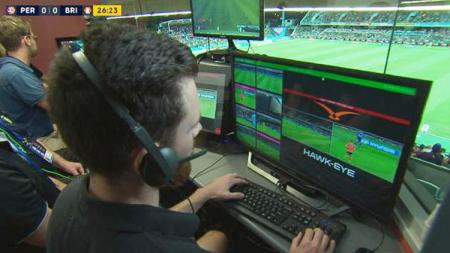 Penggunaan Video Assistant Referees (VAR) di Liga Australia (A-League). - INDOSPORT