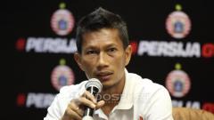 Indosport - Bek klub Liga 1 2020 Persija Jakarta, Ismed Sofyan, buka suara usai dilaporkan ke Polda Metro Jaya oleh istri Cut Rita karena dugaan KDRT dan pelantaran