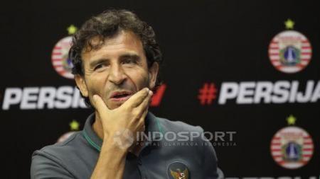 Luis Milla saat menjalani konferensi pers. - INDOSPORT
