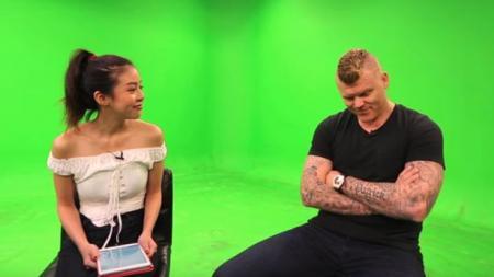 Amanda Chaang (kiri) saat melakukan interview bersama dengan John Arne Riise. - INDOSPORT