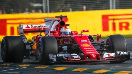 Sebastian Vettel saat dalam lintasan balap. - INDOSPORT