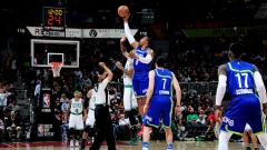 Indosport - Situasi pertandingan Atlanta Hawks melawan Boston Celtics.