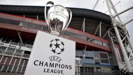 Piala Champions di depan Stadion Millennium, Cardiff. - INDOSPORT