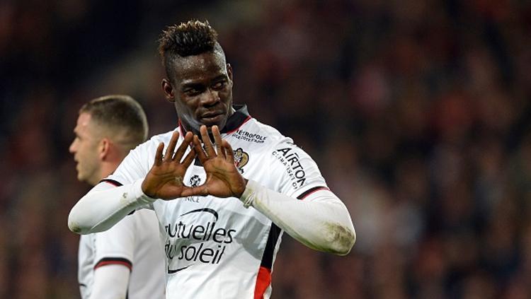 Balotelli berhasil jadi pahlawan kemenangan Nice atas Lille di lanjutan Ligue 1 Prancis. Copyright: DENIS CHARLET/AFP/Getty Images