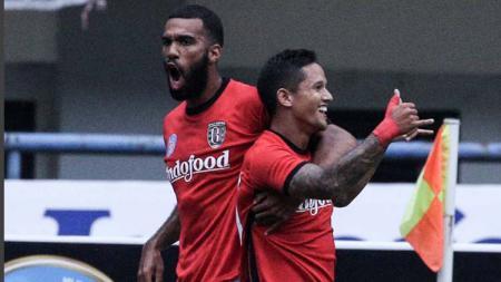Dua mantan pemain Bali United yakni Sylvano Comvalius dan Irfan Bachdim saat ini masih tercatat sebagai duo tertajam di era Liga 1. - INDOSPORT