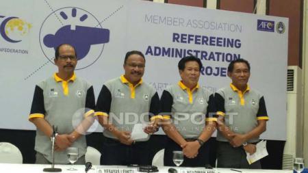 Sejumlah wasit Indonesia mendapatkan penataran dari AFC soal Law of The Game FIFA. - INDOSPORT