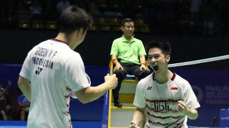 Kevin Sanjaya Sukamuljo/Marcus Fernaldi Gideon beraksi di babak semifinal Malaysia Open. - INDOSPORT