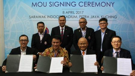 Penandatanganan kontrak kerja sama PBSI dengan negara Thailand, Korea Selatan, dan Malaysia. - INDOSPORT