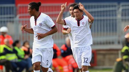 Selebrasi Han Kwang-Song cetak gol ke gawang Joe Hart. - INDOSPORT