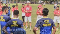 Indosport - Latihan Persiba Balikpapan di lapangan luar Stadion Gajayana Malang.