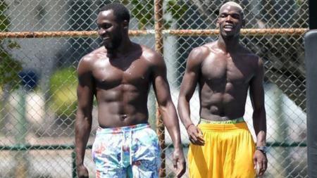 Romelu Lukaku (kiri) saat latihan bersama mantan rekan setimnya di klub Liga Inggis, Manchester United, Paul Pogba. - INDOSPORT