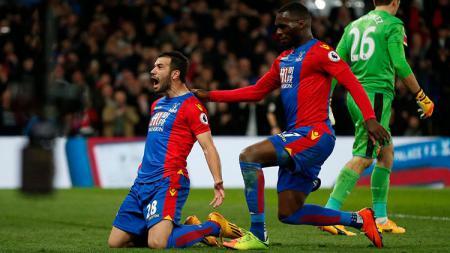 Luka Milivojevic merayakan golnya yang membuat Crystal Palace unggul 3-0 atas Arsenal. - INDOSPORT