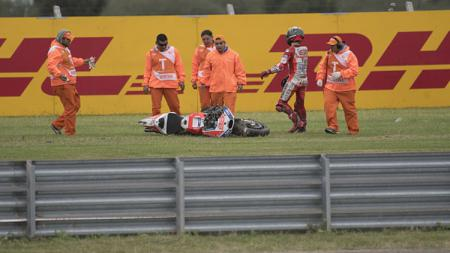 Pembalap Ducati, Jorge Lorenzo terjatuh saat membalap di MotoGP Argentina. - INDOSPORT