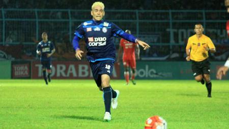 Cristian Gonzales saat di pertandingan Torabika Soccer Championship. - INDOSPORT