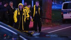 Indosport - Para pemain Dortmund saat dievakuasi dari bus tim yang mendapatkan aksi teror.