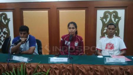 Media Officer PSM Makassar, Andi Widya Syadzwina (tengah). - INDOSPORT