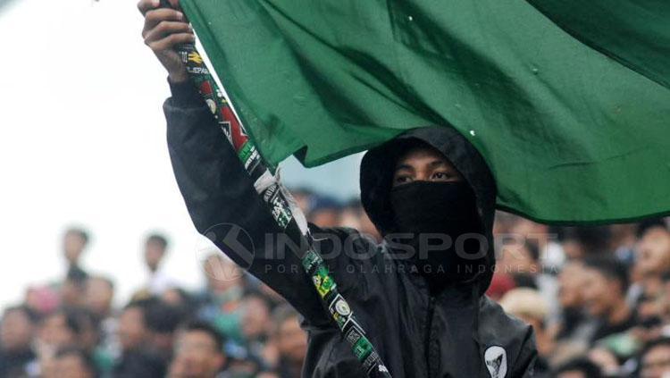 Kelompok ultras wanita Brigata Curva Sud PSS Sleman, Ladies Curva Sud (LCS). Copyright: Prima Pribadi/INDOSPORT