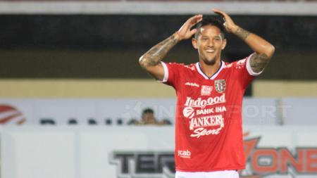 Penyerang Bali United, Irfan Bachdim. - INDOSPORT