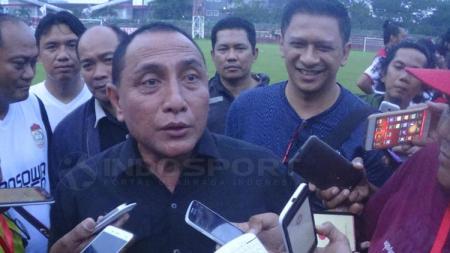 Edy Rahmayadi saat menjelaskan kepada sejumlah wartawan bahwa Joko Driyono menjadi Sekjen sementara. - INDOSPORT