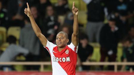 Penyerang muda AS Monaco, Kylian Mbappe Lottin mencetak dua gol dalam laga melawan Borussia Dortmund. - INDOSPORT