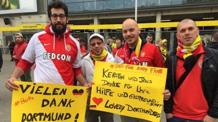 Harmonisnya fans Dortmund dan AS Monaco. - INDOSPORT