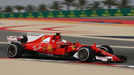 Sebastian Vettel berhasil menjadi yang tercepat dalam latihan bebas pertama di GP Bahrain. - INDOSPORT