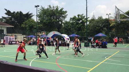 Situasi permain Bola Basket 3 on 3 di Jakarta. - INDOSPORT