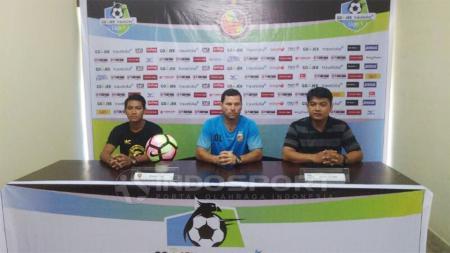 Pelatih Sriwijaya FC, Oswaldo Lessa dalam sebuah konferensi pers. - INDOSPORT
