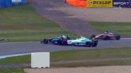 Kecelakaan parah mewarnai ajang balap Formula 4 di Inggris. - INDOSPORT