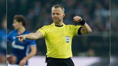 Indosport - Bjorn Kuipers ditunjuk untuk memimpin laga Barcelona vs Juventus.