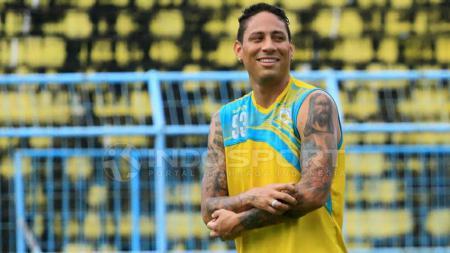 Juan Pablo Pino Puello dalam latihan pertamanya bersama Arema FC. - INDOSPORT