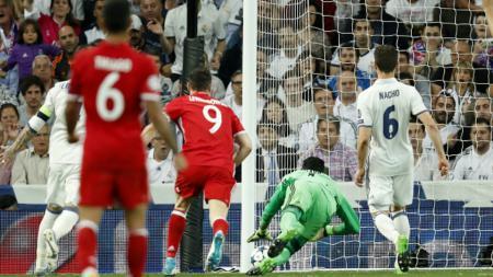 Proses terjadinya gol bunuh diri Ramos. - INDOSPORT