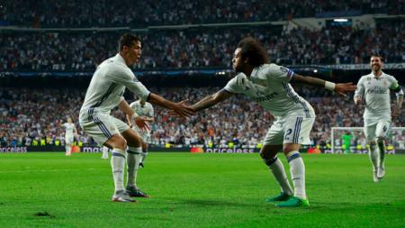 Ronaldo (kiri) dan Marcelo merayakan gol ke gawang Bayern Munchen. - INDOSPORT