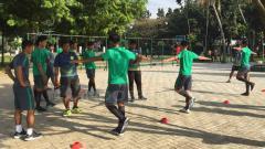 Indosport - Situasi latihan para pemain Timnas U-19.