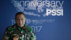 Indosport - Edy Rahmayadi saat memimpin perayaan HUT PSSI.