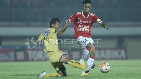 Fadil Sausu terancam absen membela Bali United saat melawan Arema FC. - INDOSPORT